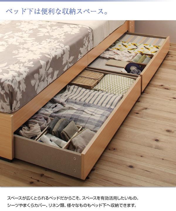 ベッド下は、収納スペース。