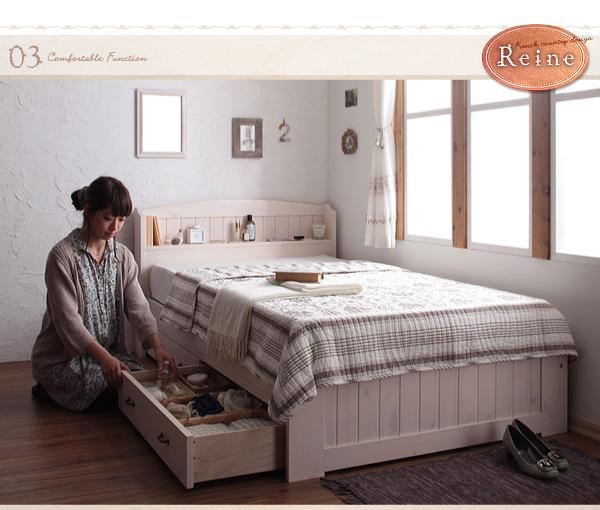 レーヌは棚に2口コンセントがあり携帯電話等充電できます。